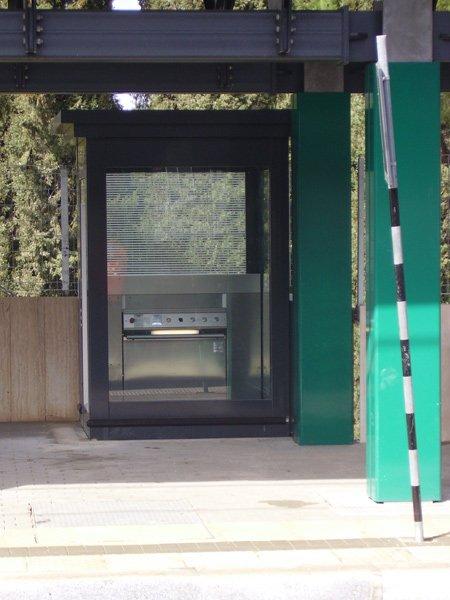 Piattaforme senza cabina pagliari elevatori srl monopoli for Scala a chiocciola della cabina